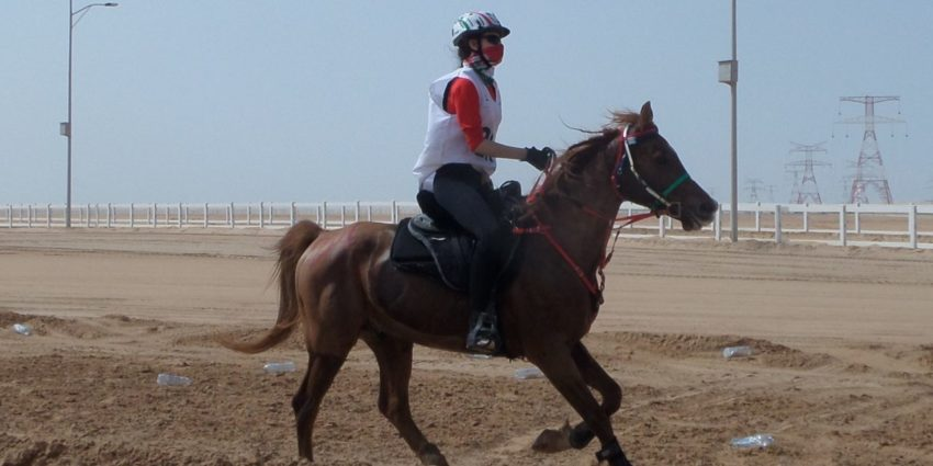Endurance World Letícia Szösz. Riding in Abu Dhabi
