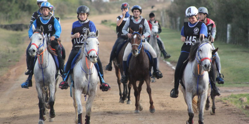 Endurance World Punta del Este. A big group leaving.