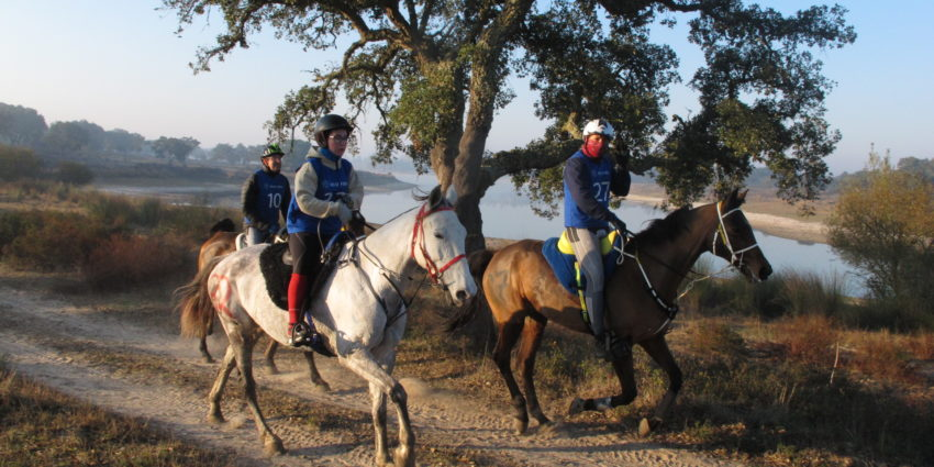 Endurance World Rio Frio. Riding in a group.